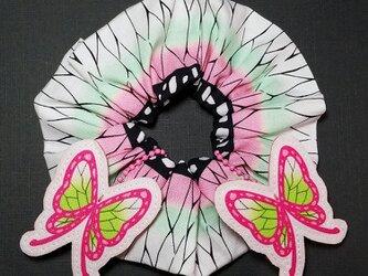 SH-KK-000 シュシュ ハンドメイド ヘアゴム 髪留め 髪飾り 伝統 和柄 蝶 文様 蝶飾り かわいい おしゃれの画像