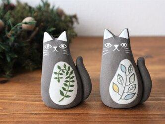 黒陶土で作った 黒ネコ (M)   つる草 / 葉の画像