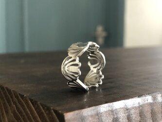 "Shell Flower Ring S Silver""シェルモチーフが指を柔らく包み込むリング""の画像"