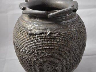 嘯裂文・鉄釉花器の画像