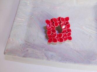 花のbroach(ニチニチソウ)赤の画像