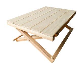 ひのきの折りたたみ式キャンプテーブルの画像