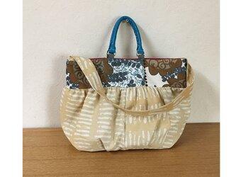 ☆sale 2wayバッグ  ふっくらショルダーA4収納 ベージュと渦巻き花の画像
