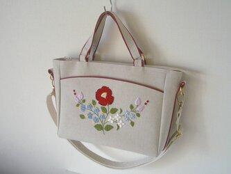 花刺繍のショルダーバッグの画像