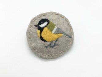 シジュウカラの刺繍ブローチの画像