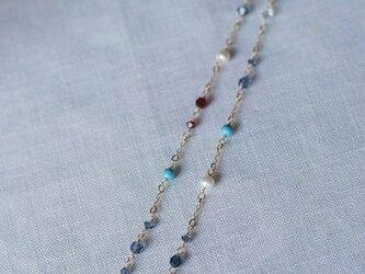 キラキラビーズの大人可愛いネックレス(金鎖・ブールー)N13の画像