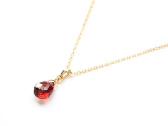 1月誕生石K18赤紅色アルマンディンガーネット(平ドロップ)ネックレスチャーム(チェーンのセット購入できます)の画像