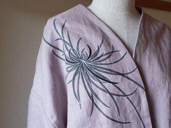 袷のショートジャケットくすみピンク 墨色乱菊の画像