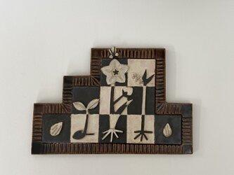 陶器の壁飾り「種」の画像