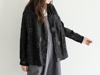 Heavenly 2047072 リネン ランダム ドット 刺繡 ブラウス(ブラック)の画像