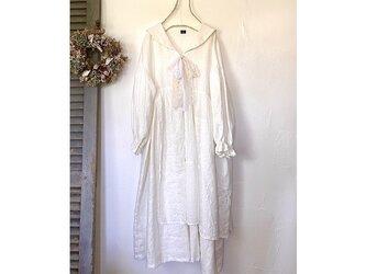 エプロン付きセーラー襟ワンピース / 白(リネン100%)の画像