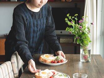 teint TE-003C [日本製品染め]リネン プルオーバーエプロン(チェックネイビー)の画像