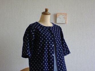 久留米絣の半袖カーディガン 濃紺地に小さな水玉の画像