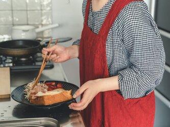 teint TE-004S [日本製品染め]リネン プルオーバーエプロンロング(ストライプレッド)の画像