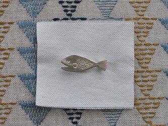 花魚ブローチ シルバーの画像