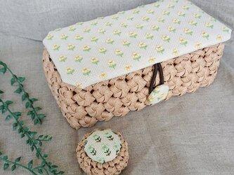 小さなお花がいっぱいのお裁縫箱の画像
