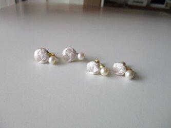 受注制作  絹糸一色刺繍 イヤリング(小)1.1cm 1.3cmの画像