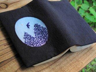 手刺繍のブックカバー『星ひとつ』の画像