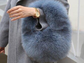 ¶ new antique fur ¶ ふわふわブルーグレーフォックスハンドバッグの画像
