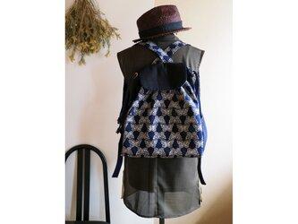 【sakaiazuki様専用受注制作】 紺に白の蝶が舞う型染の帯バッグ リュック型の画像