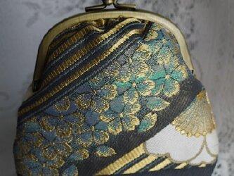 金襴地の玉付きがま口財布の画像