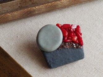 珊瑚と小石のブローチ b-94の画像