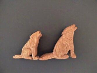 木彫りブローチ 屋久杉 オオカミの遠吠え【小】 の画像