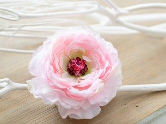 ラナンキュラスの花飾り☆彡フワフワなヘアーアクセサリーの画像