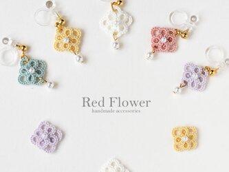 小花とパール 樹脂イヤリング レース編み シンプル 花 タティングレースの画像