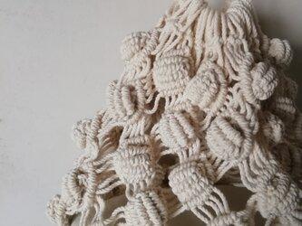 ショルダーバッグ 巾着 白 マクラメの画像