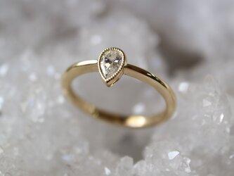 ペアシェープダイヤモンド指輪の画像