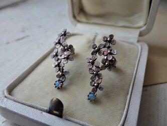 再販 SV古美 小さなお花たちとオパールのピアスの画像