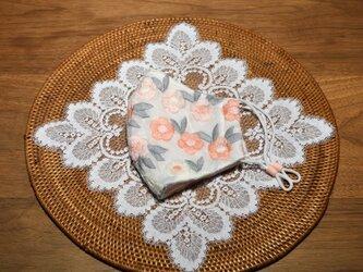 美しい刺繍のインポート生地 ピンクのお花 立体布マスク(女性用大きめ)の画像