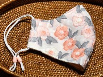 美しい刺繍のインポート生地 ピンクのお花 立体布マスク(女性用ふつう)の画像