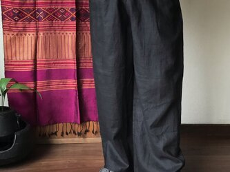 シンプルなので着こなし自由なリネンのロング丈メンズパンツの画像