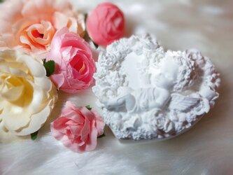 ♥️お花に囲まれて~ハート型天使ちゃん♥️の画像