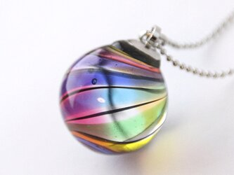 虹のペンダントの画像