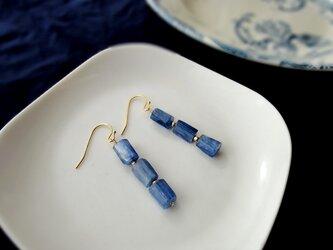 天然石の耳飾り ■ 14KGF ■ ブルーカイヤナイトのチューブの画像