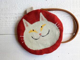 白猫の丸型ポーチ〈赤〉の画像