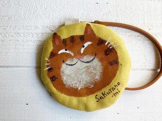 トラ猫の丸型ポーチ〈黄色〉の画像