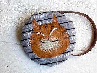 トラ猫の丸型ポーチ〈グレイ〉の画像