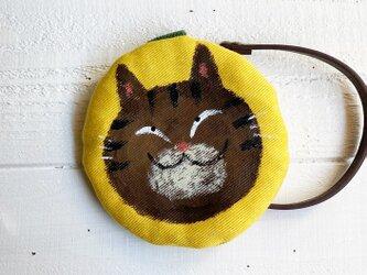 キジ猫の丸型ポーチ〈黄色〉の画像