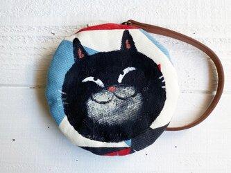 黒猫の丸型ポーチ〈アート柄〉の画像