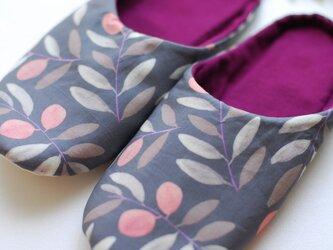 秋の花模様 ルームシューズ スリッパ 北欧 グレー ピンク ワイン ネル 手洗いOKの画像