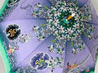 雨の日も使える 百合と果実と男女の人間模様日傘の画像
