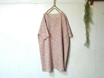 ゆったり着てね くすみピンク 柔らか綿麻ワンピース ~ 五分袖 膝丈ワンピース の画像