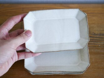 白色の八角皿の画像