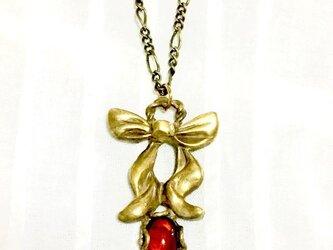 リボンのネックレス  真鍮製/チェリーアンバー(琥珀)の画像