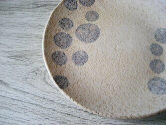 スリップ模様 マット仕立て中皿の画像