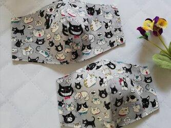 グレー地に猫とフレブルがたくさんの立体マスク 黒猫 フレンチブルドック ネズミ 手作りマスクの画像
